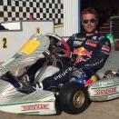 Sébastien Loeb au milieu des kartmen à Pusey-Vesoul