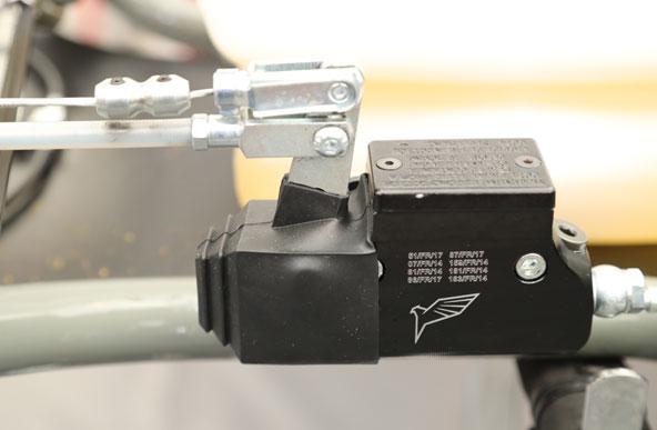 Le-nouveau-chassis-Falcon-en-piste-avec-PDB-6