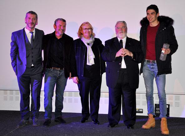Esteban Ocon, qui a reçu le Trophée de la Région Ile de France récompensant le meilleur sportif espoir de l'année 2017, est ici avec la famille Deschamps.
