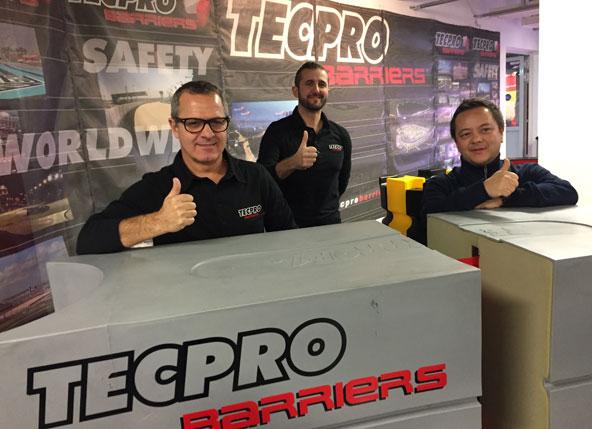 Rafael Galiana (à g.) et son équipe étaient présents en janvier au salon du karting à Offenbach
