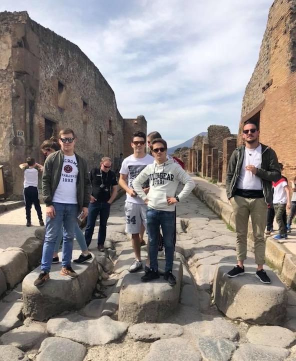 CPB Sport-Une equipe soudee en visite a Pompei