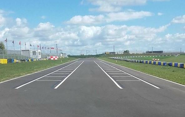 Il ne vous reste plus qu'à prendre place sur la grille de départ. Par exemple dimanche sur ce circuit de Kartland.