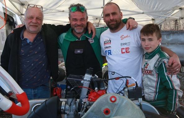 L'équipe First Kart Event au travail en début de saison à l'Open Kart à Salbris avec Charly et Noa Hipp (à droite sur la photo)