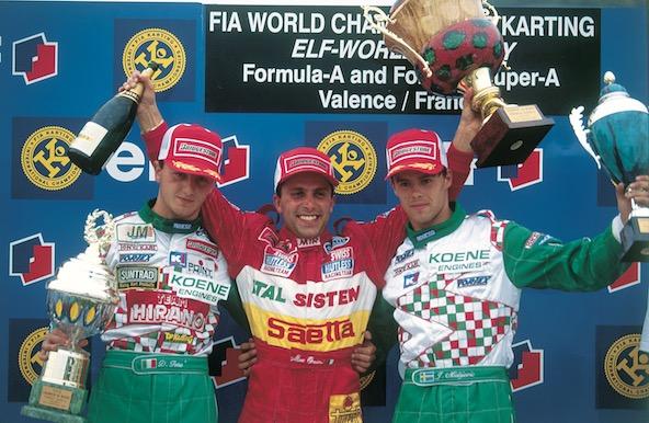 Podium du Championnat du Monde Formule Super A à Valence en 1995 avec, de g. à dr., Davide Fore, Massimiliano Orsini et Johnny Mislijevic