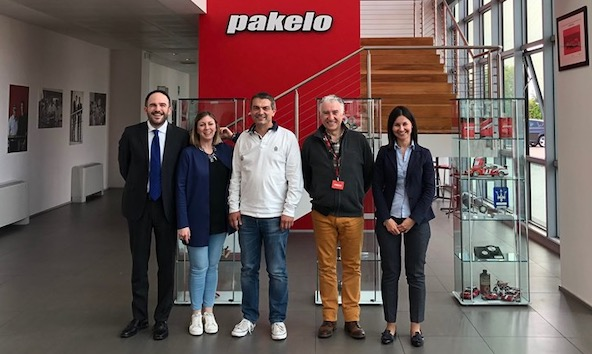 Signature du contrat chez Pakelo pour Fun and Race