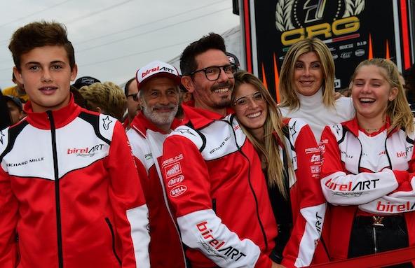 ... Puis, c'est la délivrance, en présence de sa famille et de sa 2e famille du karting !