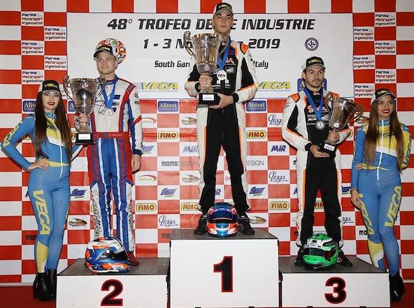 De g. à dr., le Suédois Skaras, l'Italien Giannoni et le Français Nomblot sur le podium KZ2