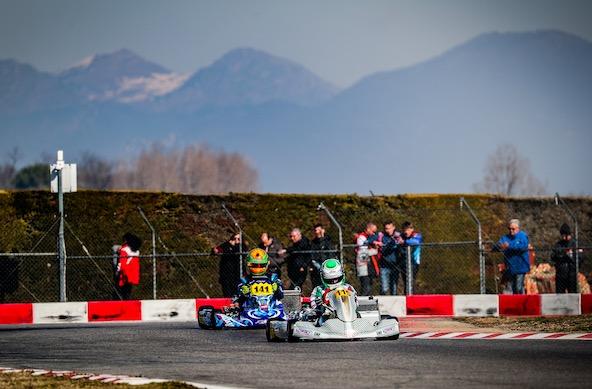 Avec en arrière plan les Alpes enneigées, le circuit de Lonato a vu le Finlandais Simo Puhakka signer la pole position avec son Tony Kart-Vortex.