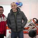 Robert Kubica dans le paddock d'Adria avec un jeune polonais