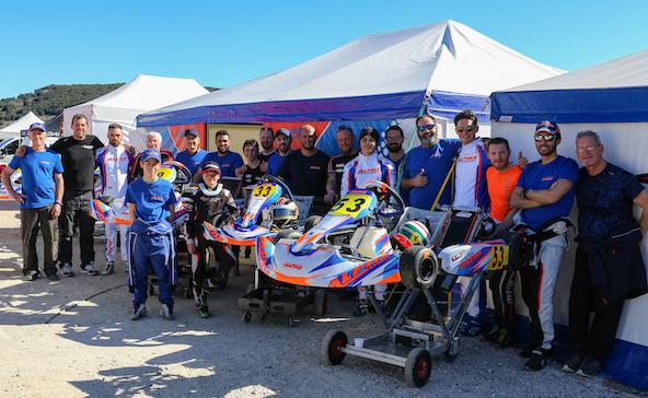 Le team Alpha Karting en février à Ganges sous un beau ciel bleu