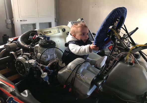 """Photo publiée par Jean-Charles Guzmann sur le mur de ST Motors (Thierry Savard) avec le message suivant: """"le KZ, il faut leur apprendre tout jeune !"""""""