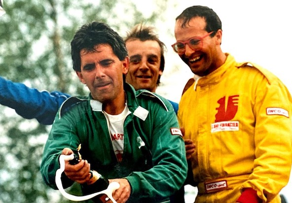 Grand Prix de Flers en 1989: victoire en Yamaha de Christian Martel, qui est ici avec Jean-Jacques Cavelier et Jacky Foulatier (à droite)