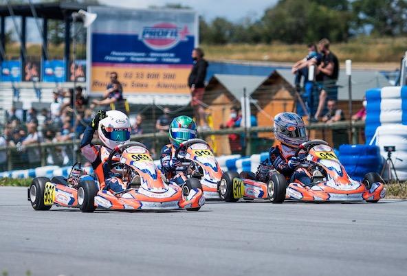 Arrivée serrée en X30 Mini et groupée pour le team Fusion Motorsport. Mais le vainqueur sur la piste sera finalement pénalisé.