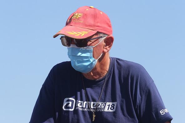 Mais qui donc se cache sous ce masque, ainsi que sous cette fameuse et historique casquette DAP?