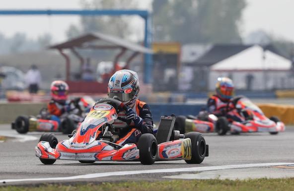 Les pilotes Fusion Motorsport en formation groupée en X30 Mini, avec le Champion 2020 en tête: Clark