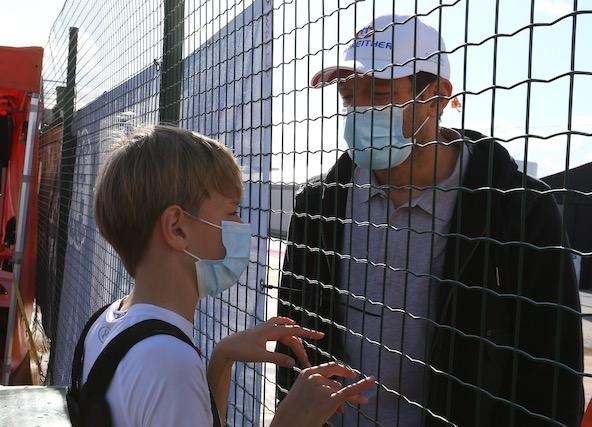 L'ancien pilote de Formule 1 Alexander Wurz et l'un des deux fils