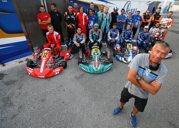 Fidèle à IPK, le Belge Cash Van Belle sera toujours le team manager des équipes Praga et Formula K en 2021. Retrouvez le reportage sur ce team et son fonctionnement dans le numéro de Kart Mag actuellement en kiosque.