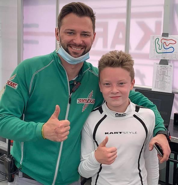 Le multiple Champion du Monde Marco Ardigo félicite le Français Jimmy Helias après sa pole position.