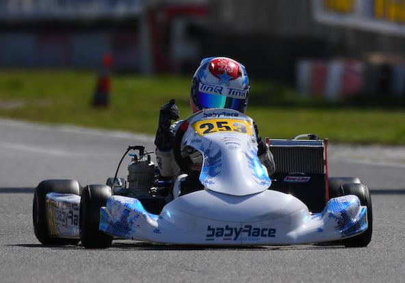 René Lammers, le fils de l'ancien pilote F1 Jan Lammers, continue de voler de victoire en victoire. Encore Mini il y a quelques jours, il gagne d'entrée en X30 Junior