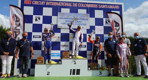 Le podium avant le déclassement du vainqueur