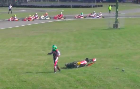 Jean Nomblot après son tonneau en finale (image TV FIA Karting)