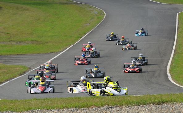 Les Superkarts dans le magnifique cadre du circuit de Pau-Arnos